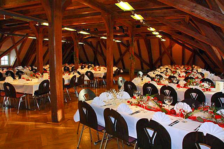 Festlich geschmückter Reichlin-Meldegg-Saal anlässlich einer Feierlichkeit