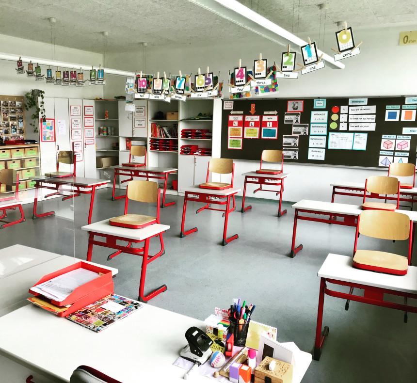 Schule mit Abstand